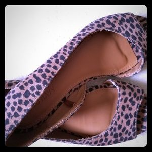 Open toed cheetah flats